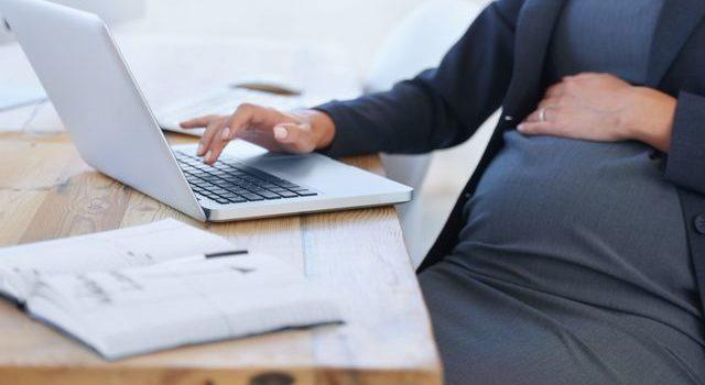 Salariée enceinte : quels sont ses droits au travail ?